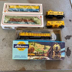 Lot # 61 - Union Pacific engine with caboose and three other cars, HO scale
