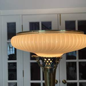 Lot # 104 - Floor lamp with glass shade