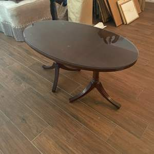 Lot # 117 - Oval coffee table