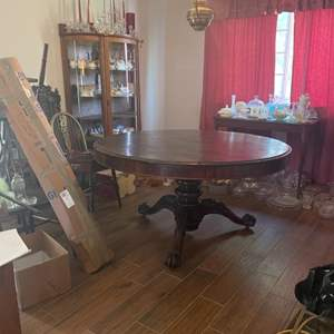 Lot # 128 - Antique round dining table