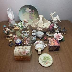Lot # 135 - Collector Decor Items