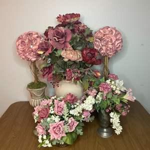 Lot # 136 - Silk flower arrangements