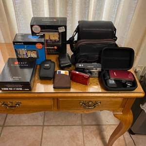 Lot # 171 - Cameras and electronic accessories