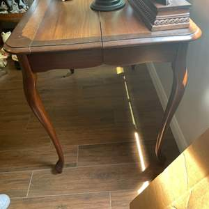 Lot # 204 - Quality table