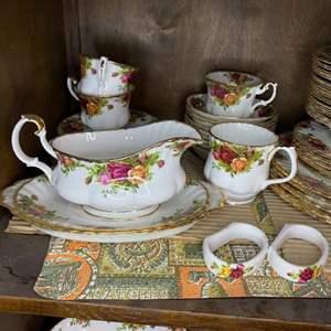 "Lot # 218 - Royal Albert bone china ""Old Country Roses"""