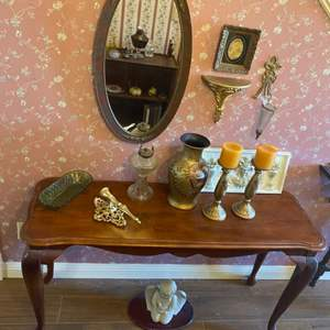 Lot # 269 - Hall table with decor and wall items