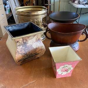 Lot # 291 - Decor urns