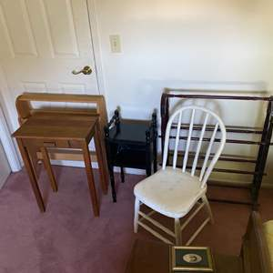 Lot # 365 - 5 small pieces of furniture
