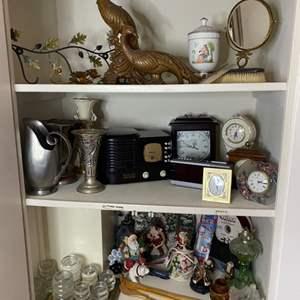 Lot # 383 - Hall closet contents