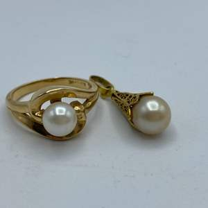 Lot # 8 - 14 karat gold and pearl ring with pearl pendant (5.1 g total weight)