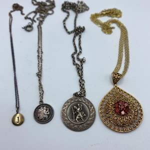 Lot # 18 - Sterling chains and pendants (29.7g)