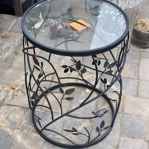 Lot # 46 - Metal round table