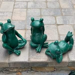 Lot # 52 - Garden frogs
