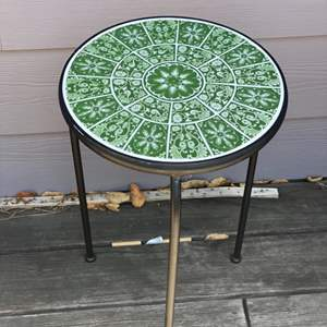Lot # 82 - Tile top round table