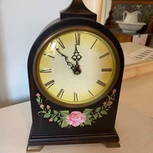 Lot # 111 - Quartz mantle clock