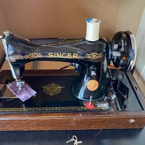 Lot # 143 - Singer sewing machine