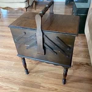 Lot # 149 - Vintage sewing box