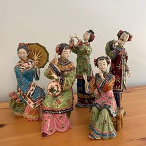 Lot # 190 - Five vintage figurines