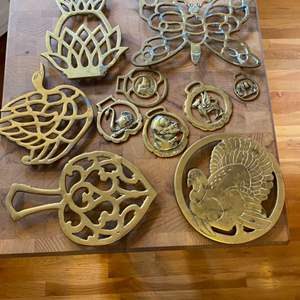 Lot # 231 - Brass trivets & Horse brasses