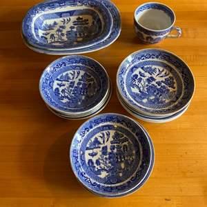 Lot # 242 - Ridgeways Willow dishes