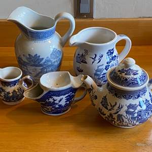 Lot # 250 - Vintage Blue Willow various makers