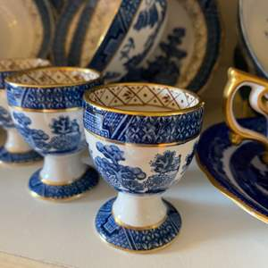 Lot # 252 - Blue Willow pieces with gold rimmed edges