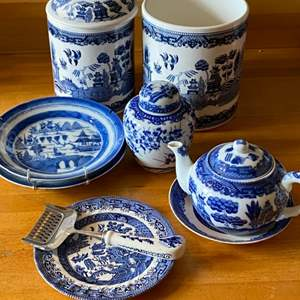 Lot # 254 - Blue Willow items