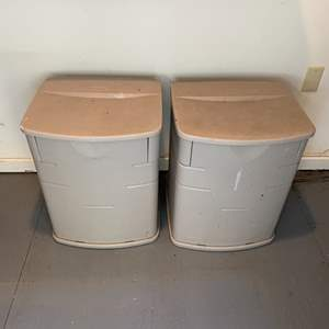 Lot # 319 - Rubbermade containers with gardening goods