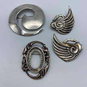 Lot # 3 - Sterling pins (40.9g)