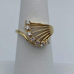 Lot # 17 - 18k gold ring, .30ctw diamonds, size 6.5