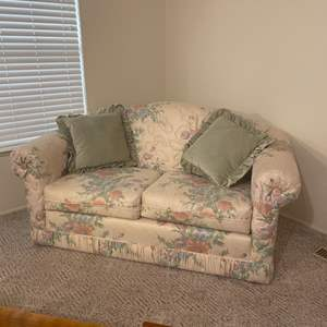 Lot # 6 - Love Seat and Pillows
