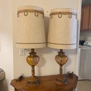 Lot # 28 - Vintage Set of Lamps