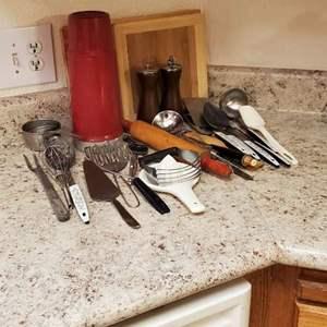 Lot # 40 - Vintage Kitchen Goods