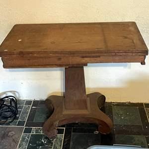 Lot # 84 - Vintage Pedestal Table