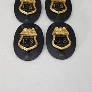Lot # 11 - Novelty Badges