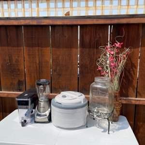 Lot # 29 - Dehydrator/ Blender/ Water Dispenser