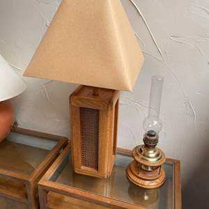 Lot # 9 - Vintage table lamp and oil lamp