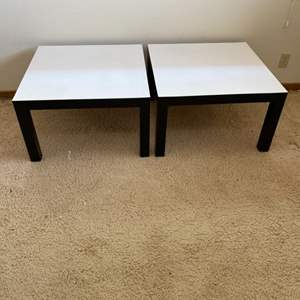 Lot # 39 - Matching coffee tables