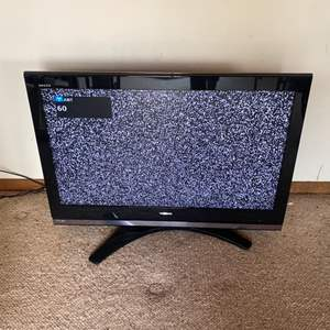"""Lot # 82 - Toshiba TV 43"""" with remote"""