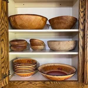 Lot # 91 - Wooden serving bowls and Pasta bowl set