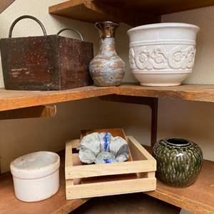 Lot # 121 - Decor items