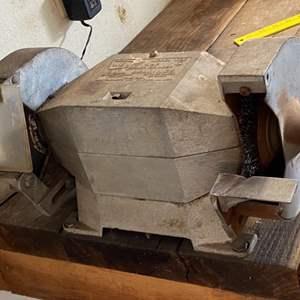 Lot # 124 - WEN Bench grinder