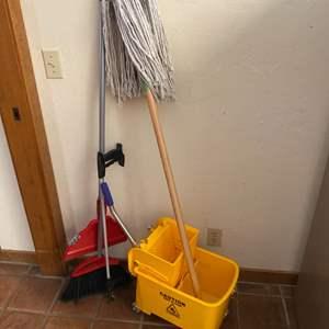 Lot # 129 - Mop & bucket, broom and grabbers