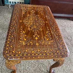 Lot # 1 - Ornate coffee table
