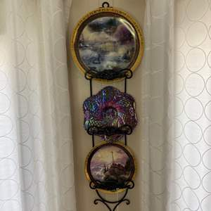 Lot # 17 - Fenton and Thomas Kinkade plates with wall hanger