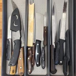 Lot # 34 - Assorted knives
