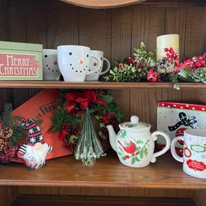 Lot # 39 - Christmas items