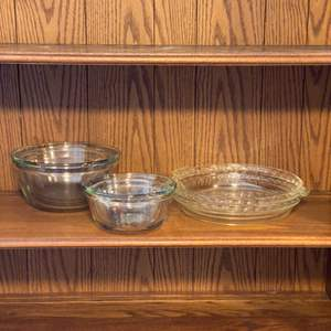 Lot # 42 - Glass bowl set and pie dishes