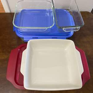 Lot # 60 - Glass cooking dishes with storage lids