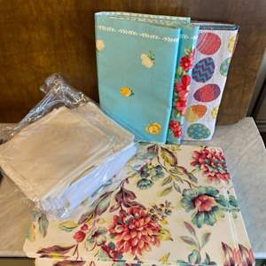 Lot # 97 - Table linens , runner, placemats, napkins & tablecloth